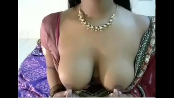 Indian big boobs aunty in saree