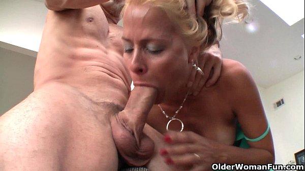 Squirting milf Payton Leigh drains hard cock