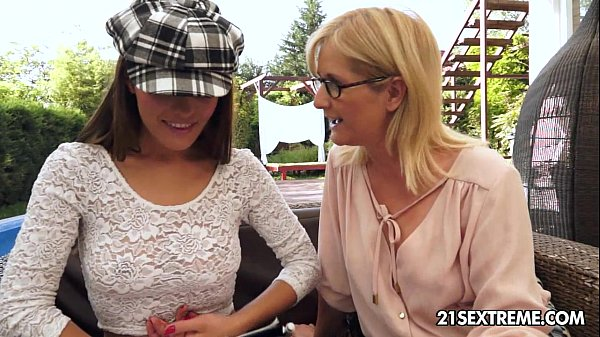 Dominica Fox and Jennyfer – Old Young Lesbian Love