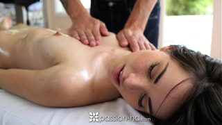 Emily Grey gets a sexy pussy massage