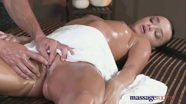 Massage Rooms Black hair beauty has multiple orgasms with expert fucker