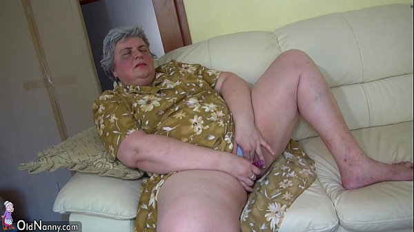 OldNanny Pretty girl and fat granny masturbating together
