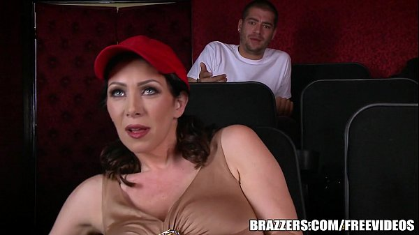Brazzers – Dirty milf Rayveness masturbates in theater