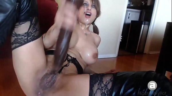 Extreme gag squirting slut
