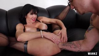 Mr. Pete Fists Veronica Avluv With Whole Fucking Hand