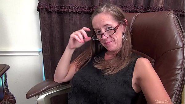 Sexy MILF porn video Julie