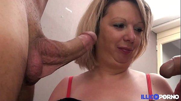 Suzie, la milf lilloise, prend les bites par deux