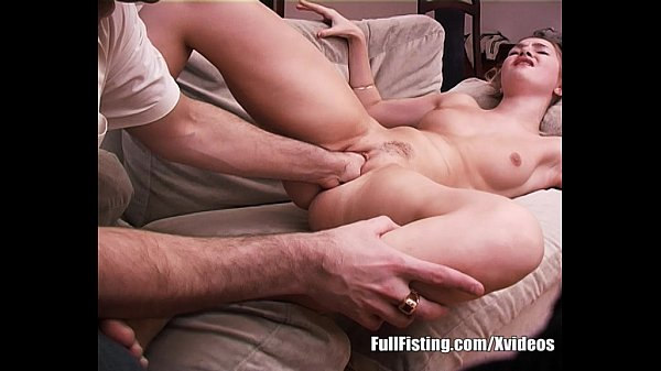Teen Girfriend Gives A Fisting Show For Boyfriend
