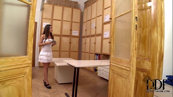Anita Berlusconi Gives A Blowjob On Her Knees In 100% POV