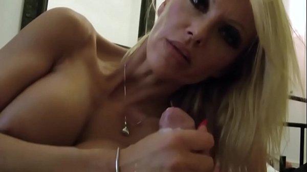 Mutter fickt Stief-Sohn in privaten POV Sex-Video