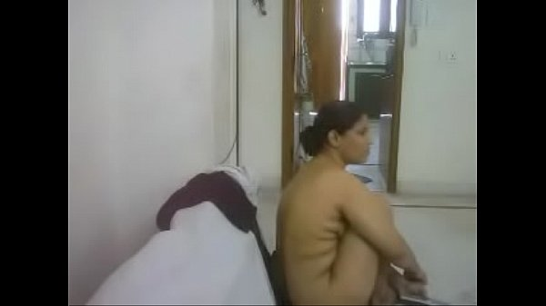 #NaziaPathan Indian arab housewife casually naked at home – part 2/4