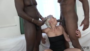 Super hardcore interracial fuck for mature that likes double penetration
