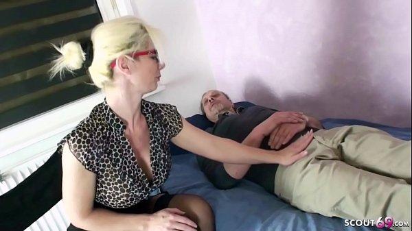 German Mom – MILF Psychologin Deutsch fickt RIESEN SCHWANZ Patient