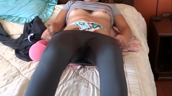 ARDIENTES 69 – MY HOTWIFE SHOWS HE HIMSELF, HE MASTURBATES, SHOWS HIS HAIRY PUSSY, I ENJOY HER ASLEEP
