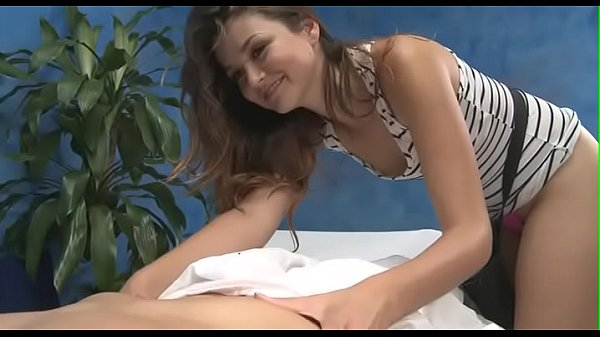 Girl with nice wazoo gives massage