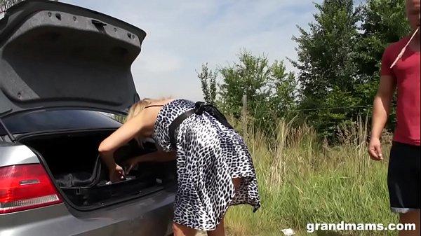 Horny old slut Mia gets an extra long dick GrandMams.com
