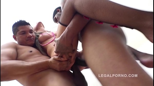 Interracial XXXtreme anal orgy with gangbang babes Lita Phoenix & Goldie