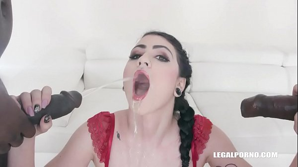 Lydia Black loves golden shower IV298