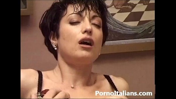 moglie italiana inculata – sesso anale – italian wife italian woman mature