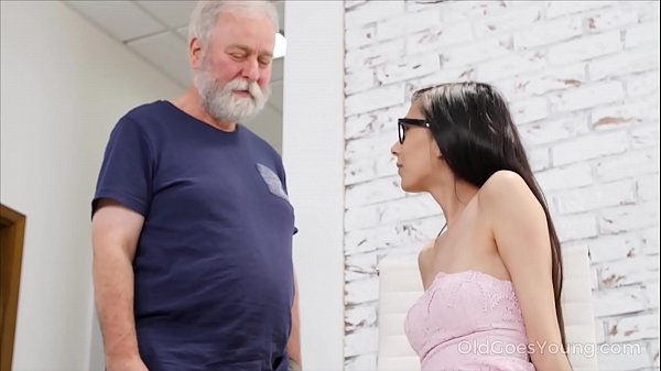 Old Goes Young – Slim babe spices the boring additional lesson